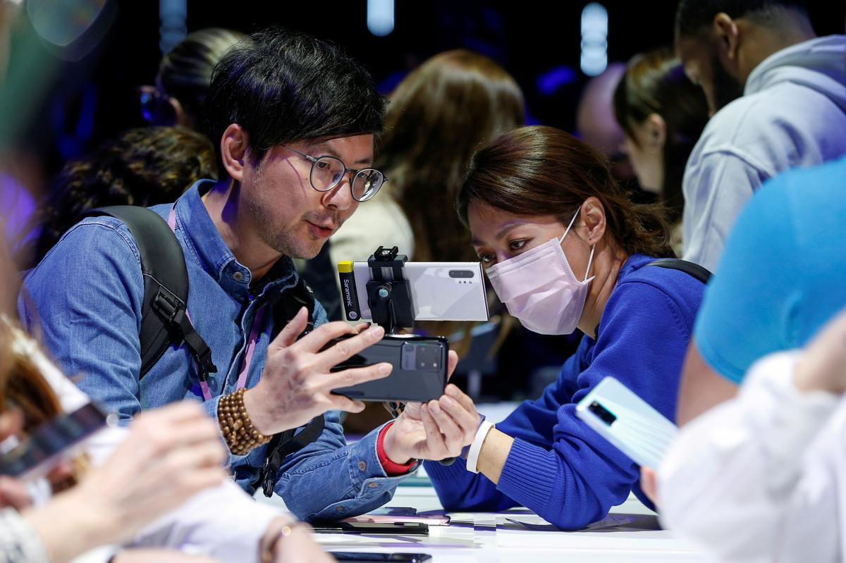 , Samsung poised to benefit from China virus woes afflicting Apple, other rivals – Source Reuters Tech News, iBSC Technologies - learning management services, LMS, Wordpress, CMS, Moodle, IT, Email, Web Hosting, Cloud Server,Cloud Computing