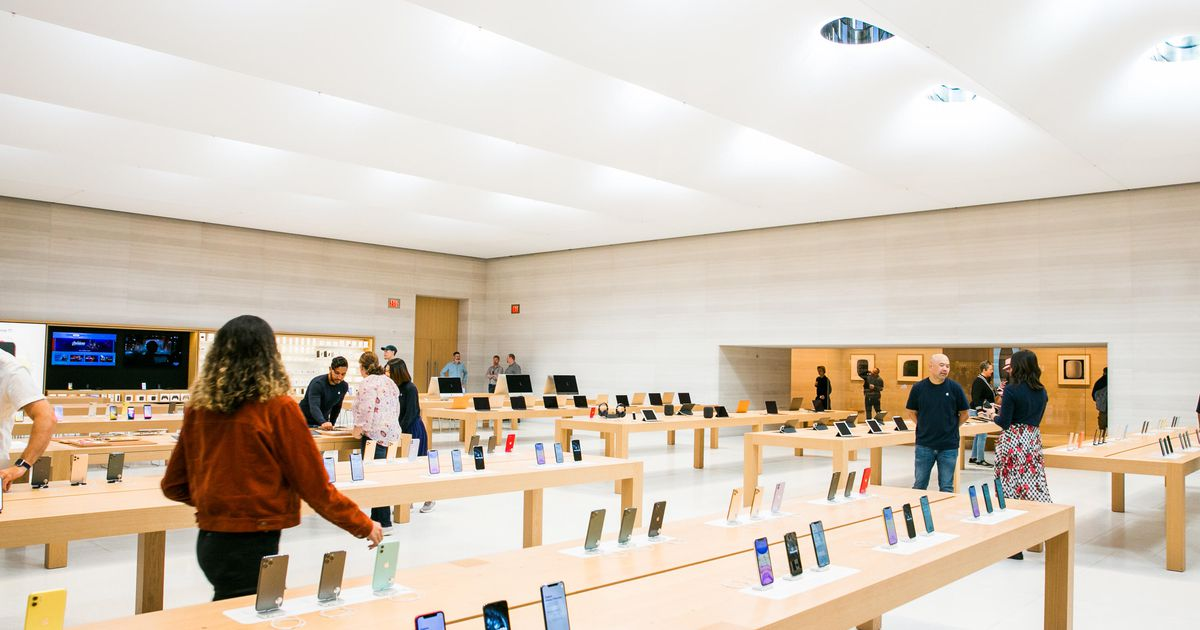 , Apple reopens all stores in US for first time since pandemic began – Source CNET Tech, iBSC Technologies - learning management services, LMS, Wordpress, CMS, Moodle, IT, Email, Web Hosting, Cloud Server,Cloud Computing