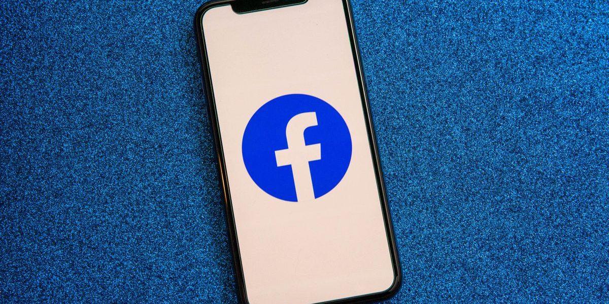 001-facebook-app-logo-on-phone-2021.jpg