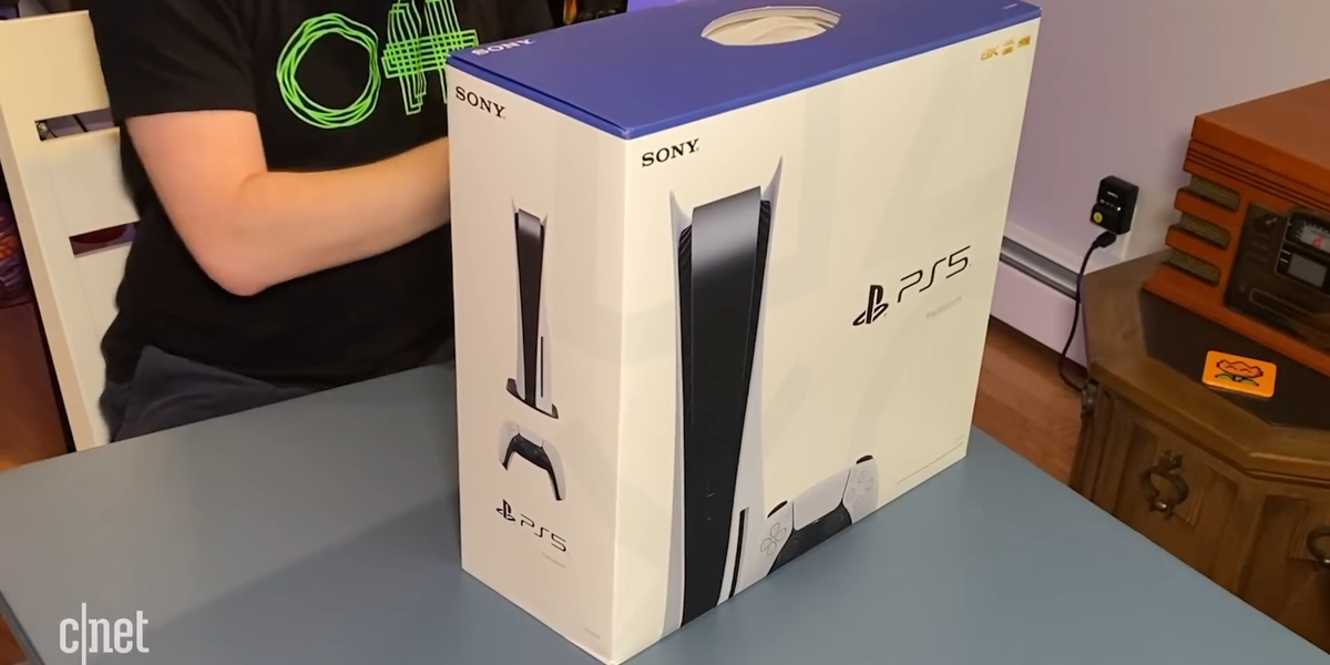 the-ps5-is-huge-unboxed-and-standing-next-to-xbox-series-x-mp4-00-00-21-29-still001.png